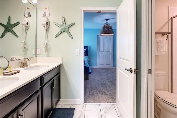 Shared Bathroom-Bedrooms 5 & 6