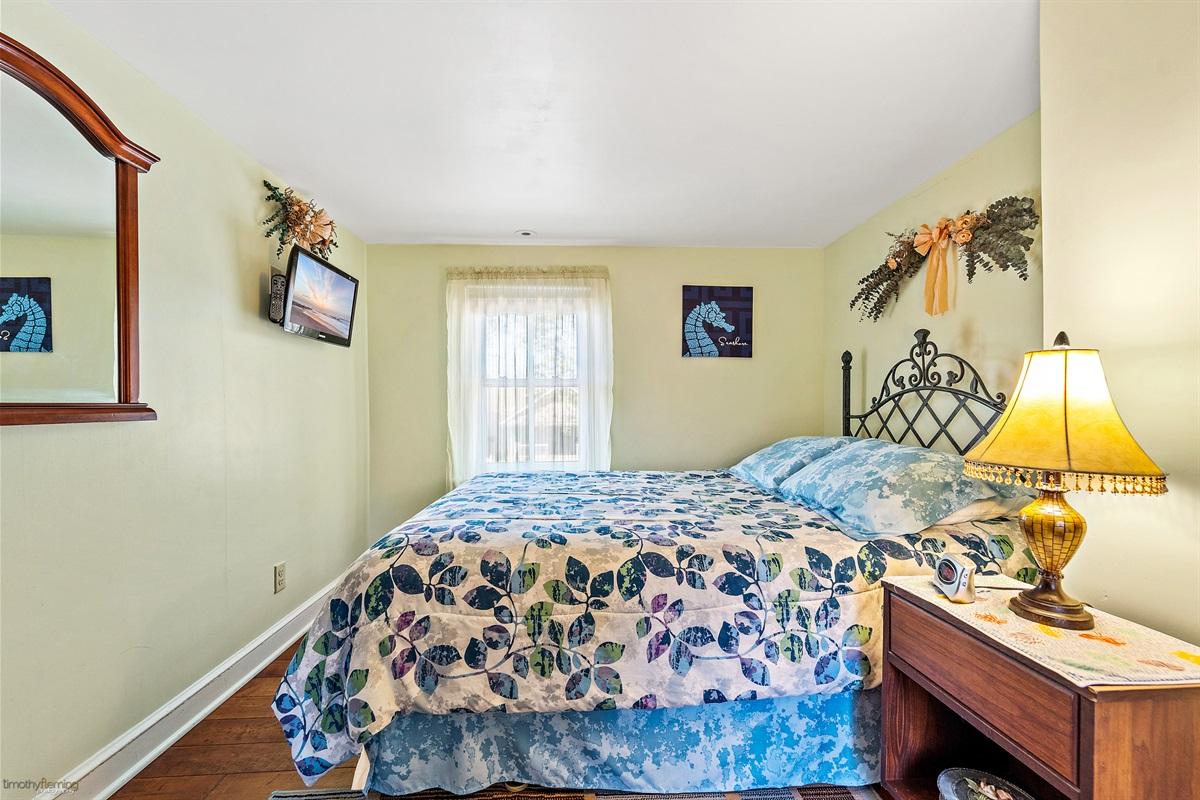 2nd Floor Bedroom-Queen