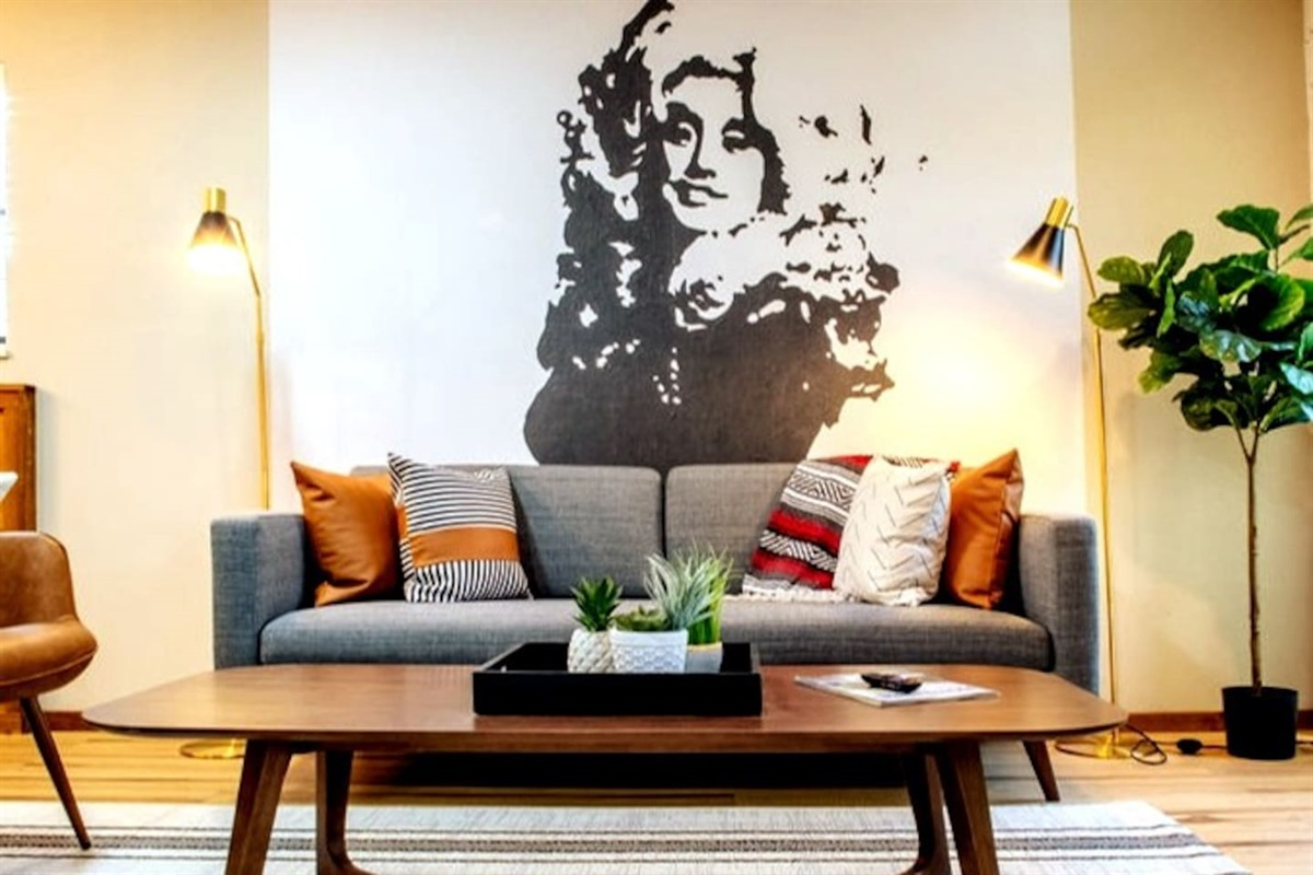 Dolly living room vibes!