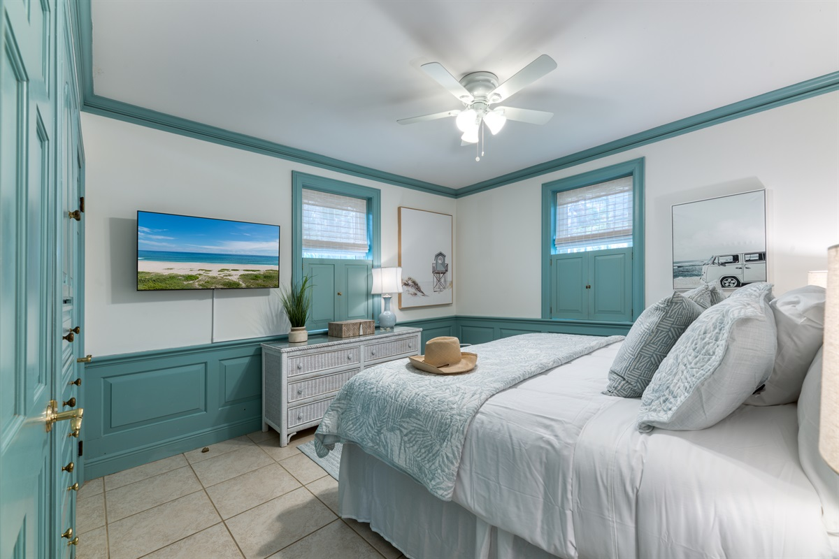 Amazing Master bedroom with incredibly comfortable King bed, loads of closet space, views to the outside yard and a Smart App TV. Artwork is light and fun, enjoy!