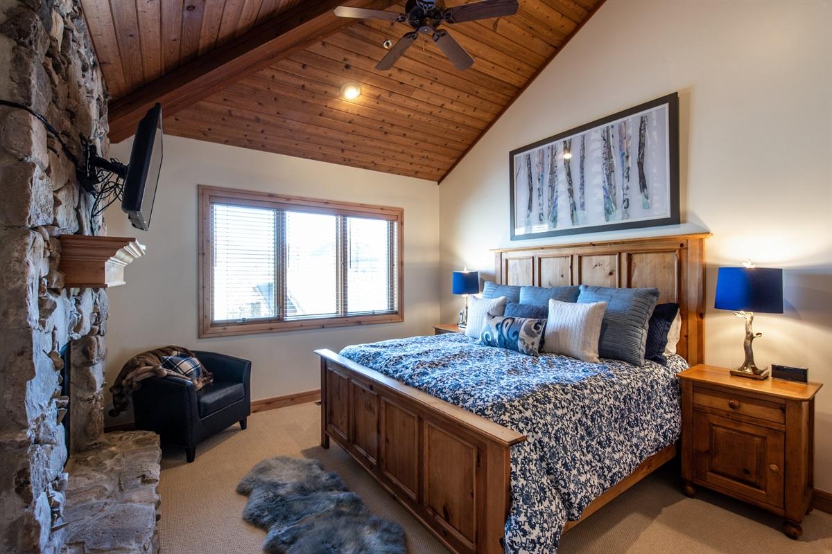 Master Suite 1. Kingsize bed.