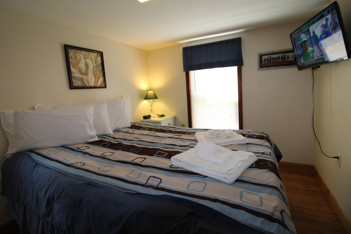 Comfortable bedding,  towels, and 4 pillows provided