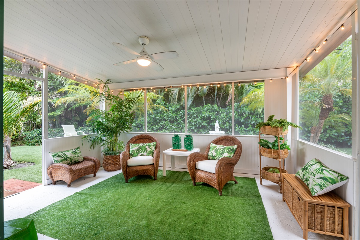 Lit by romantic string lights at night, enjoy the warm Florida evenings in the screened patio. Gorgeous tropical oasis with Smart App TV, beverage bar and access to the Bistro dining set & BBQ grill. Surrounded by lush manicured landscaping.