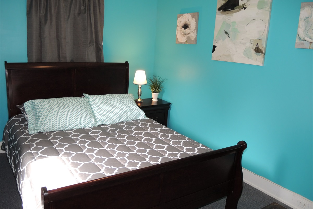 Queen bedroom #4