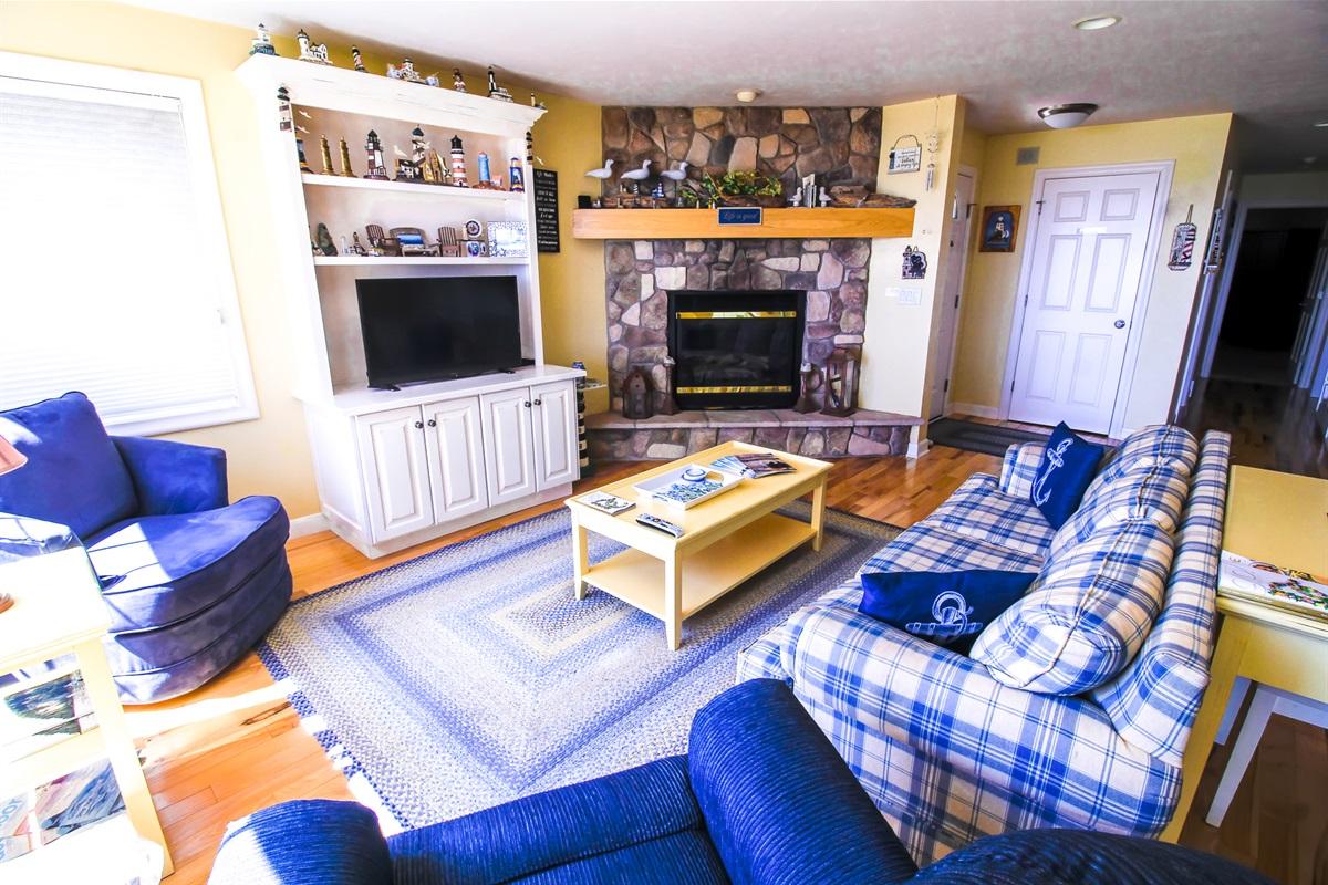 Comfortable Living Room/Flat Screen