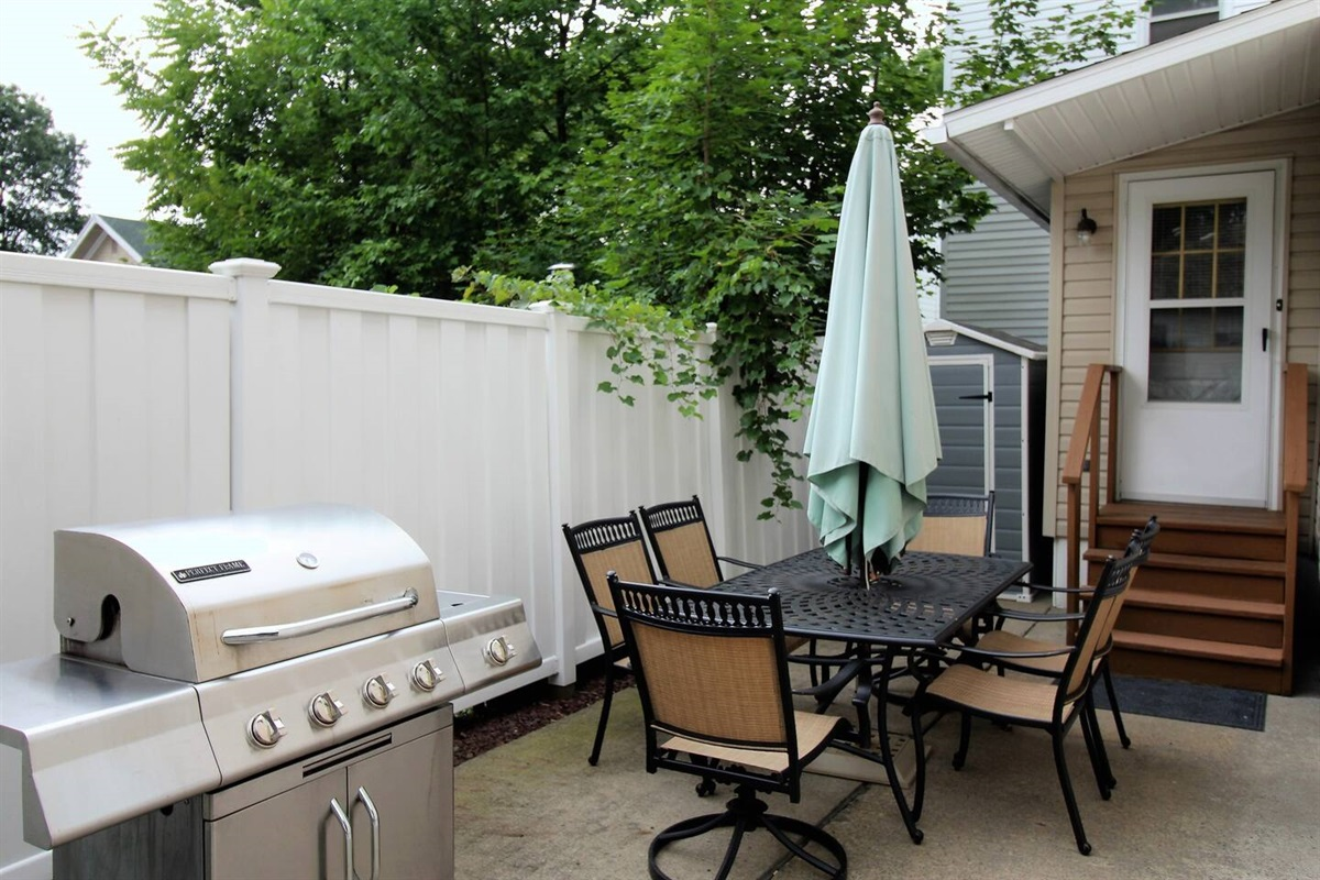Private back patio with gas grill for enjoying family time after a long day at the ballpark or sightseeing.