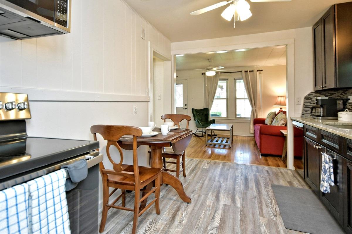 Opa Seidel Haus Kitchen & Living