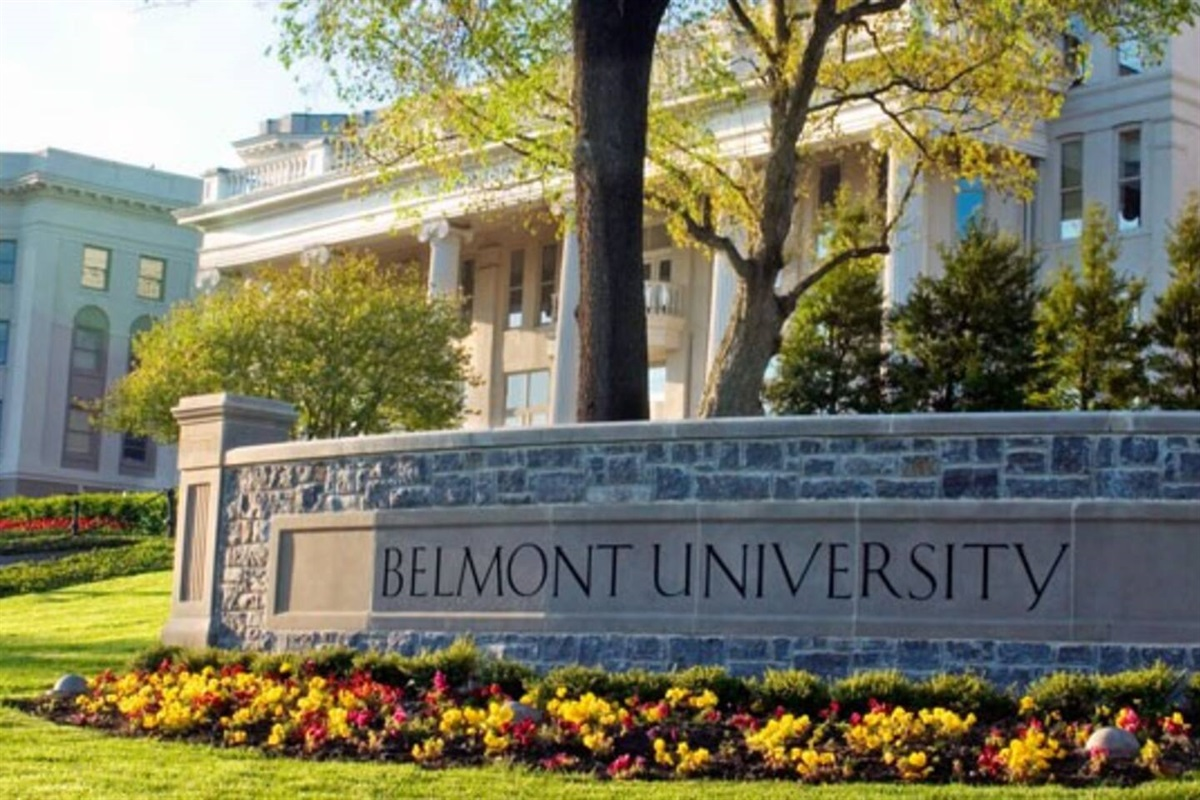 .2 mile walk to the beautiful Belmont University!