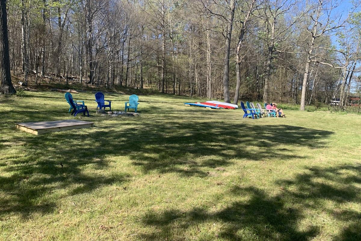 Canoe, Kayaks, Paddleboards, Chairs, Fire Pit, Sandbox...Huge Waterfront Area