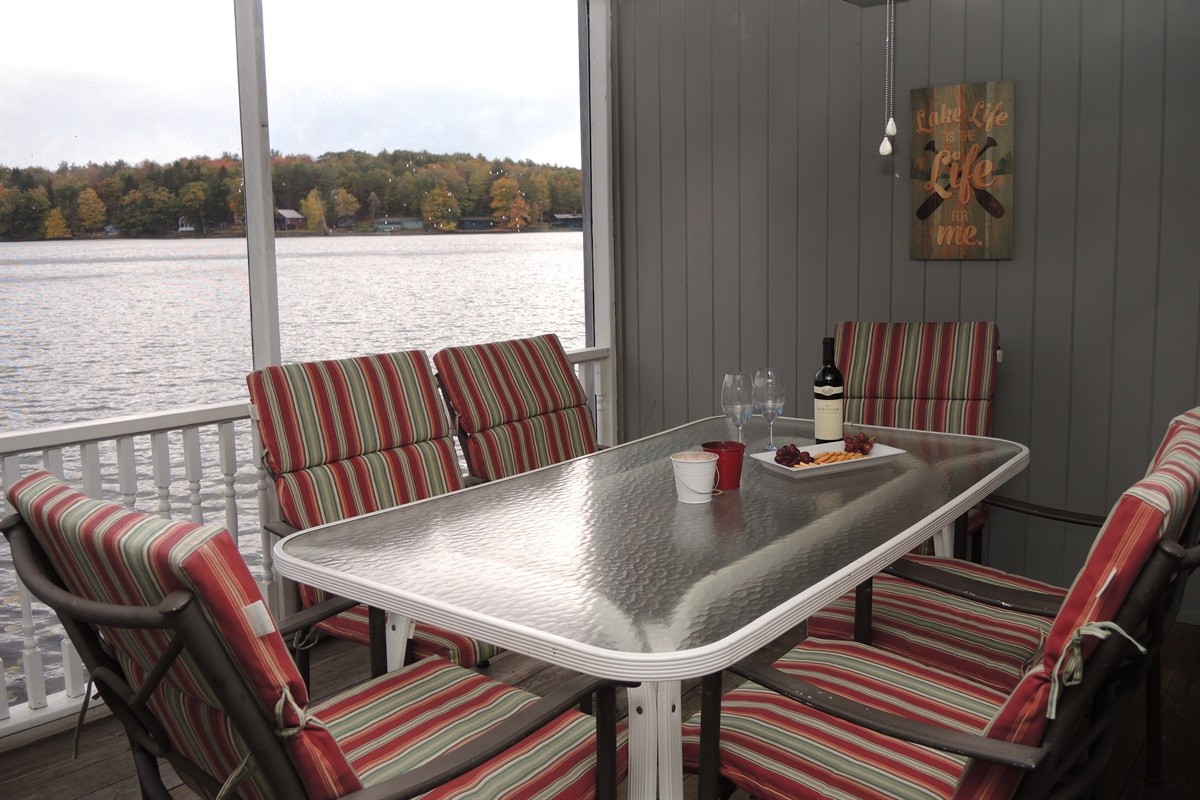 Sweet Spot Lakehouse - Screened in porch with lake view