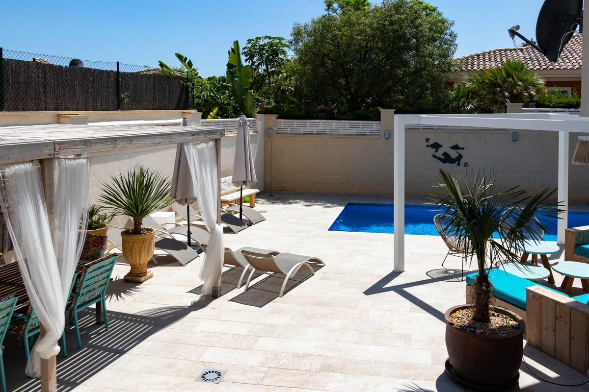 A wonderfully spacious terrace with private swimming pool and a lot of privacy