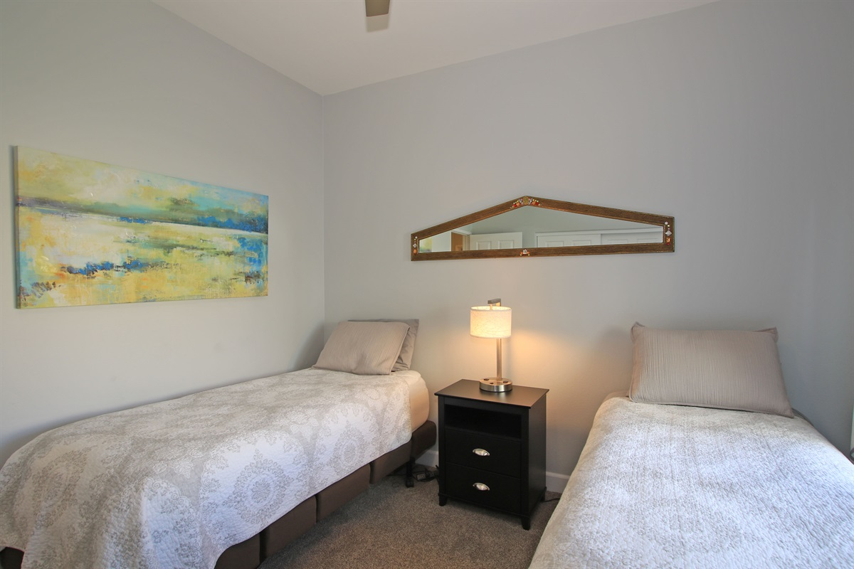 2nd bedroom with adjustable twin beds