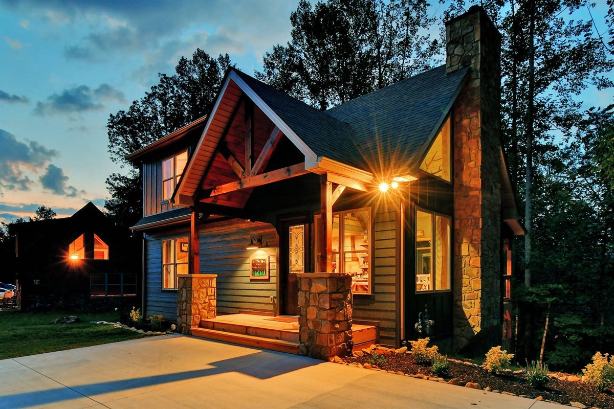 Welcome to Oakley's Mountain Modern Lodge