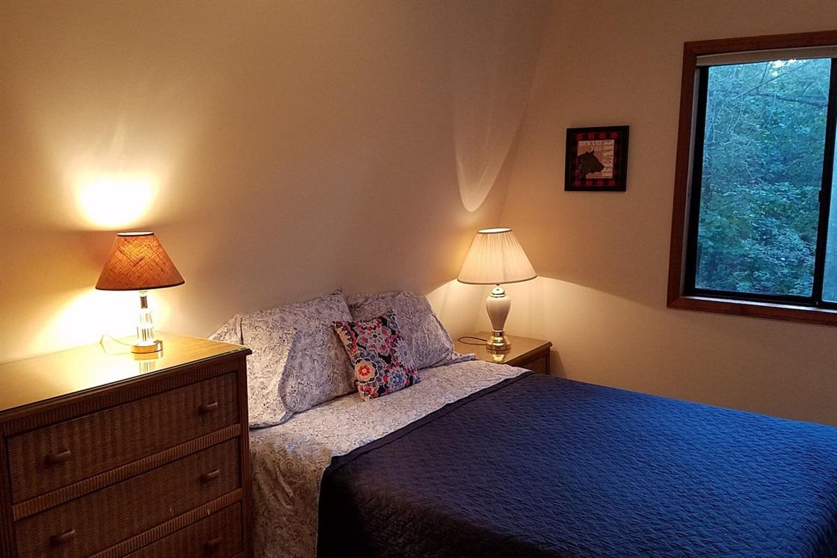 Queen Bed, upstairs