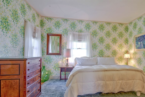 Green Room - Bedroom 5 with king or twins