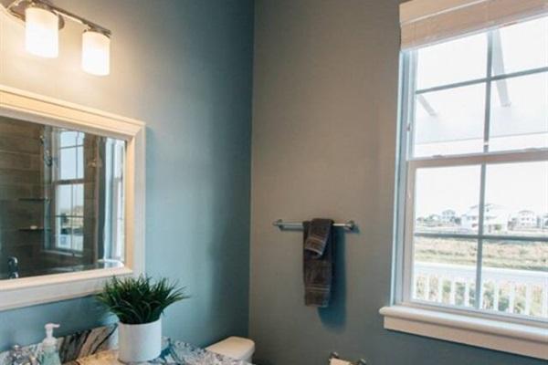 Guest Bedroom en Suite with Dual Vanity
