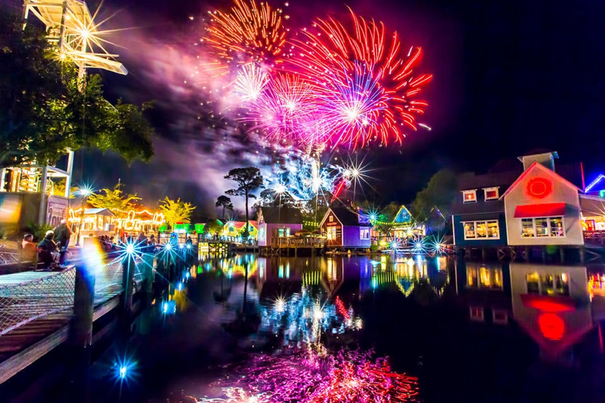Fireworks at the village of Baytowne Wharf