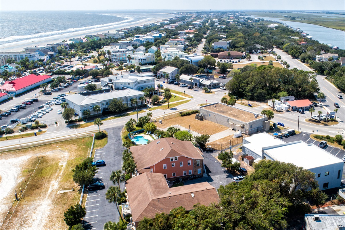 Looking SOUTH towards the busy part of IOP - three blocks of restaurants, shops, and ICE CREAM!  Very convenient!
