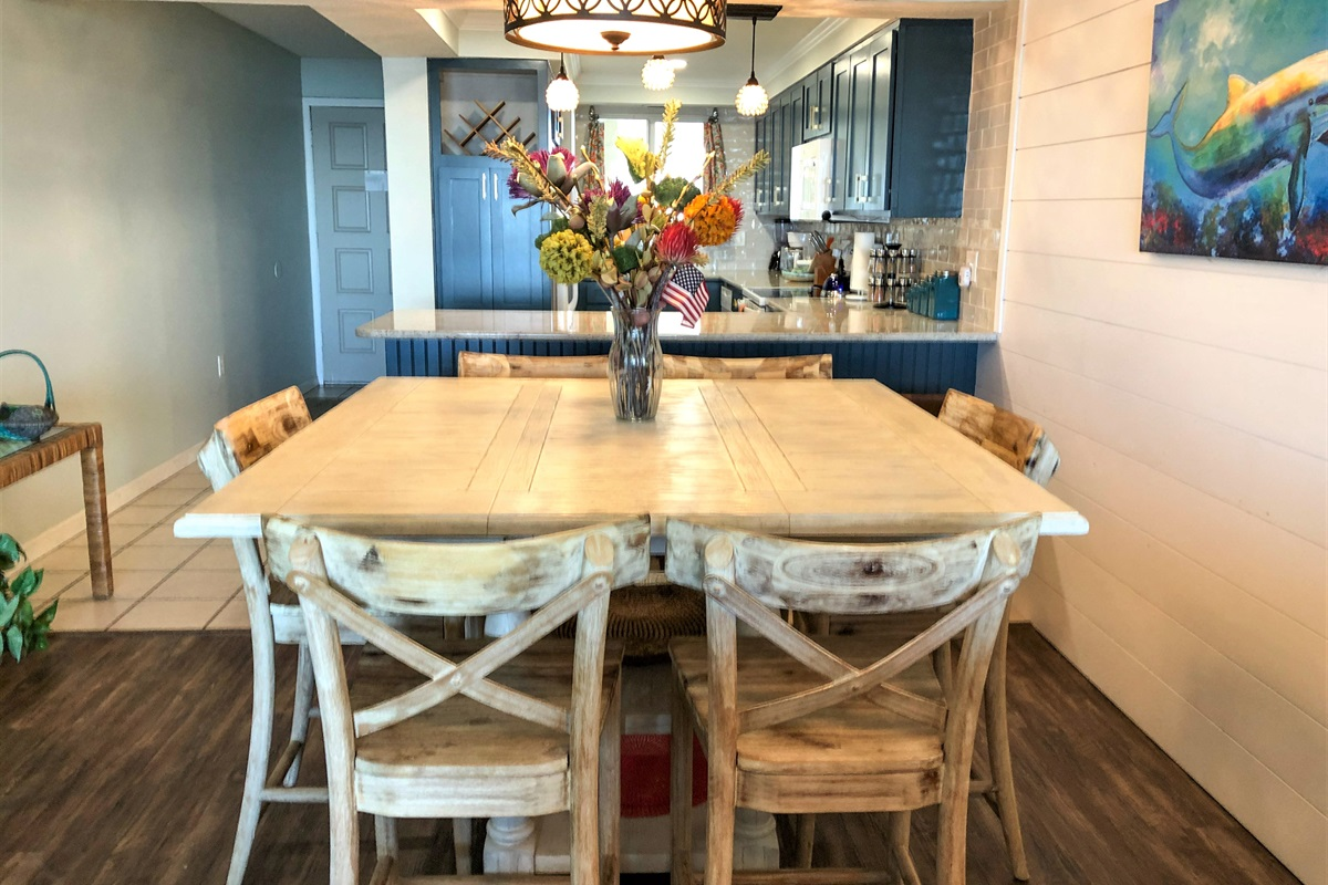 Table for 6 with 4 barstools at the kitchen counter