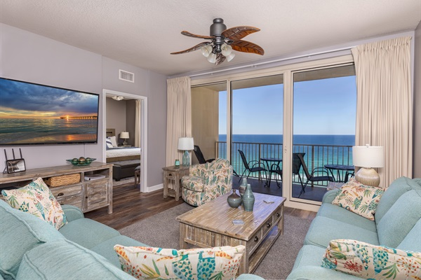 Family Room w/Gulf front View