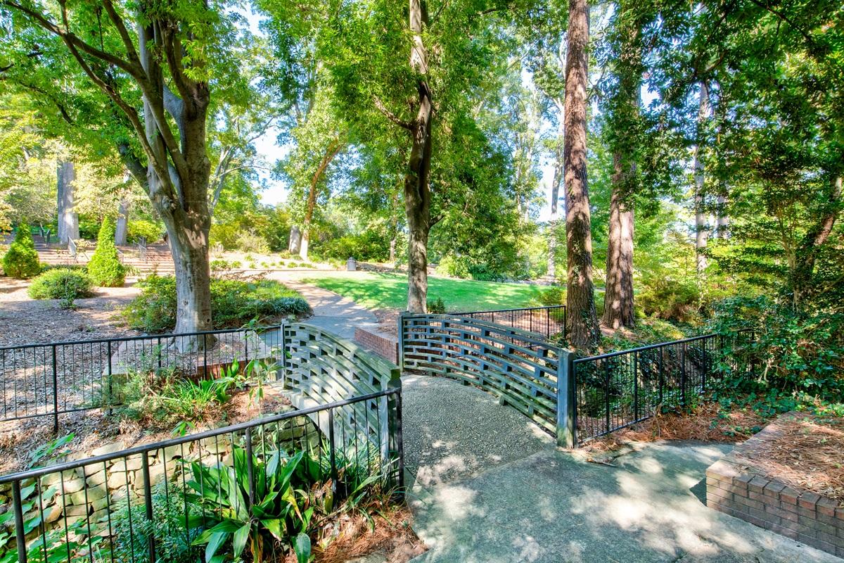 11 ac. botanical garden
