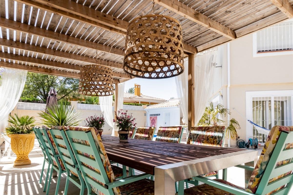Athmospheric dining under the cool veranda