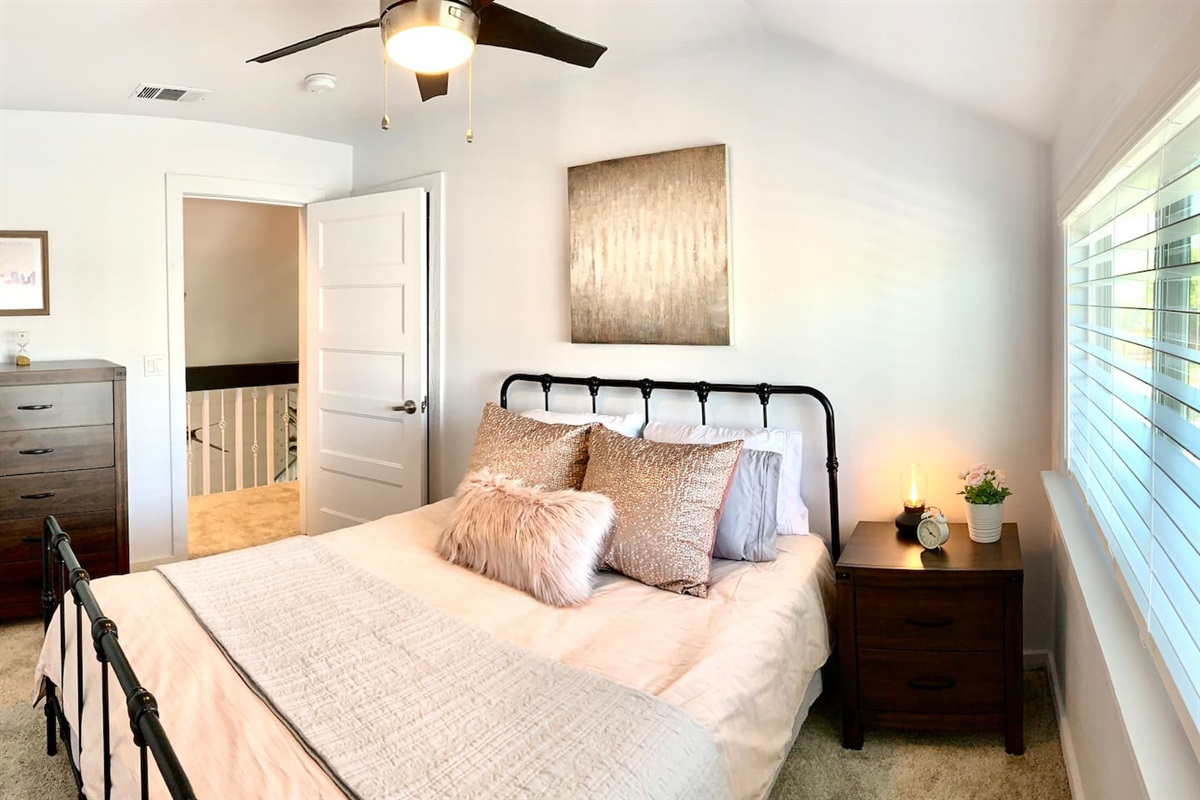 This photo doesn't capture how cute this 3rd bedroom is, with views overlooking new pool & hot tub.