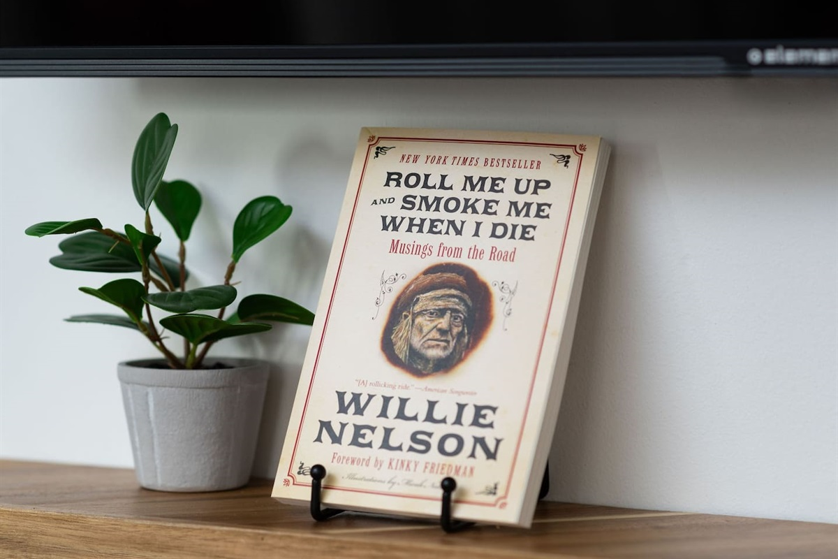 Several books to learn more about the crazy life of this country music icon!