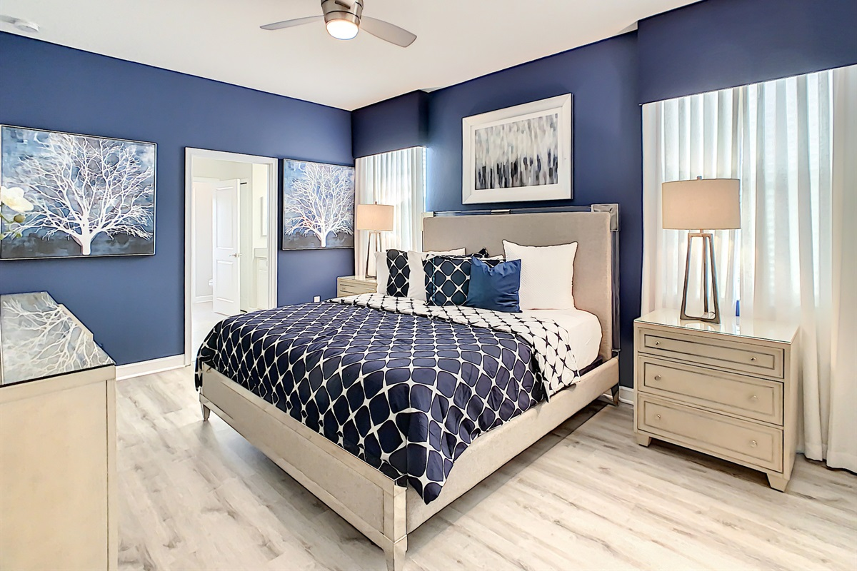 Master Suite-1st Floor-King Bed