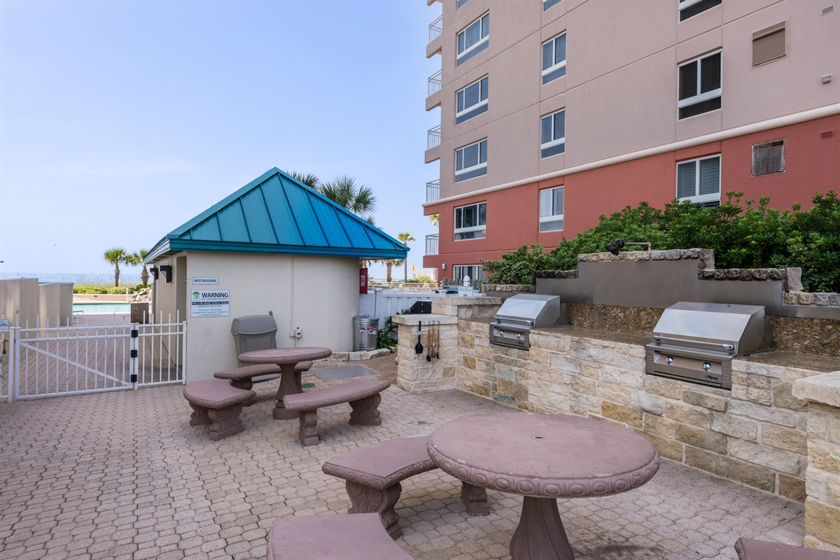 On-site gas grill & picnic area