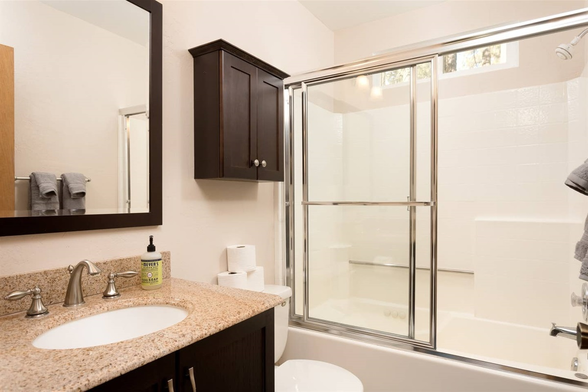 Bathroom #1: Full en-suite master bathroom with a shower & jetted bath tub.