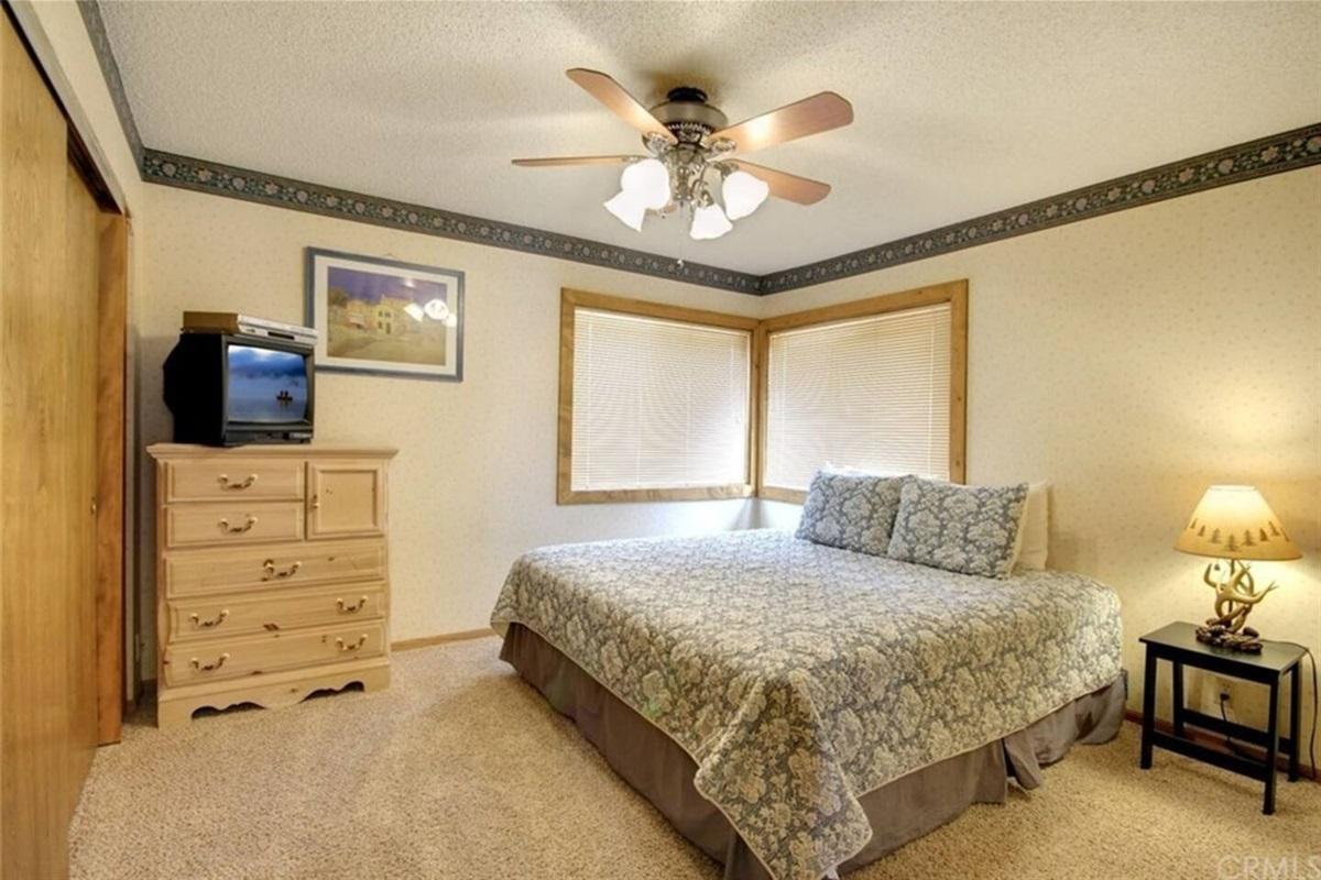 Bedroom #4: Downstairs bedroom with queen bed & en-suite Bathroom #3.