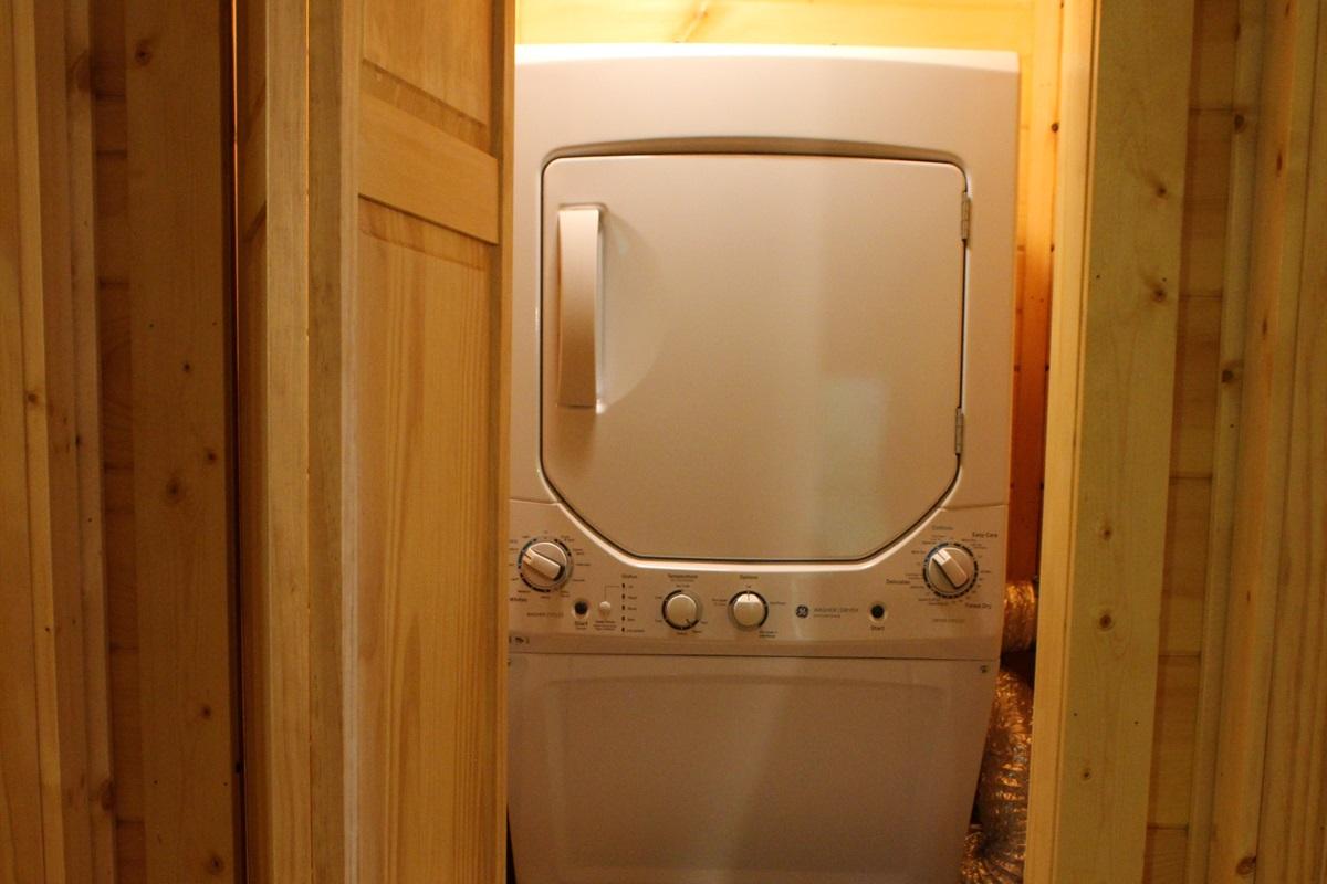 washer/dryer on premisis