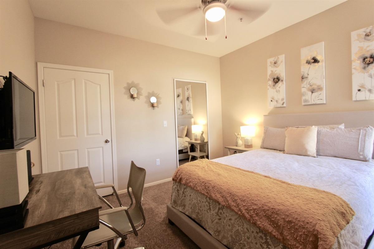 Guest bedroom with desk & flatscreen TV