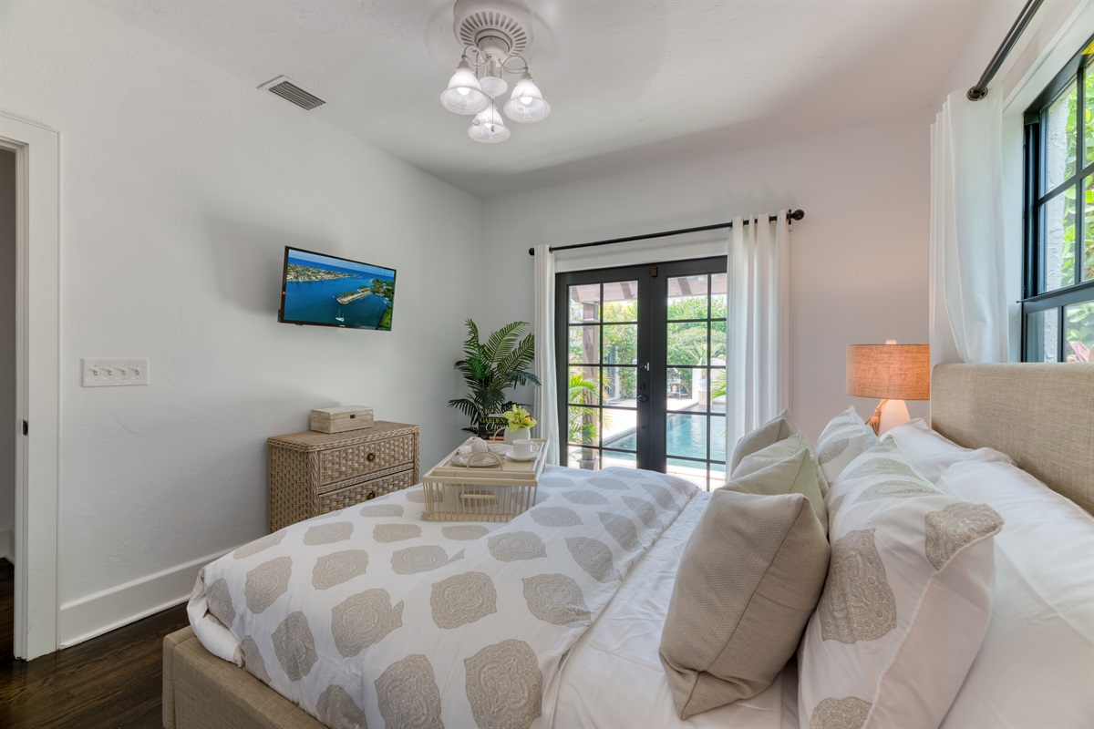 The 2nd Bedroom offers a comfortable Queen bed with direct views & entrance to the magnificent pool deck with calming sounds of the water feature. The room also have a Smart App TV with Cable.