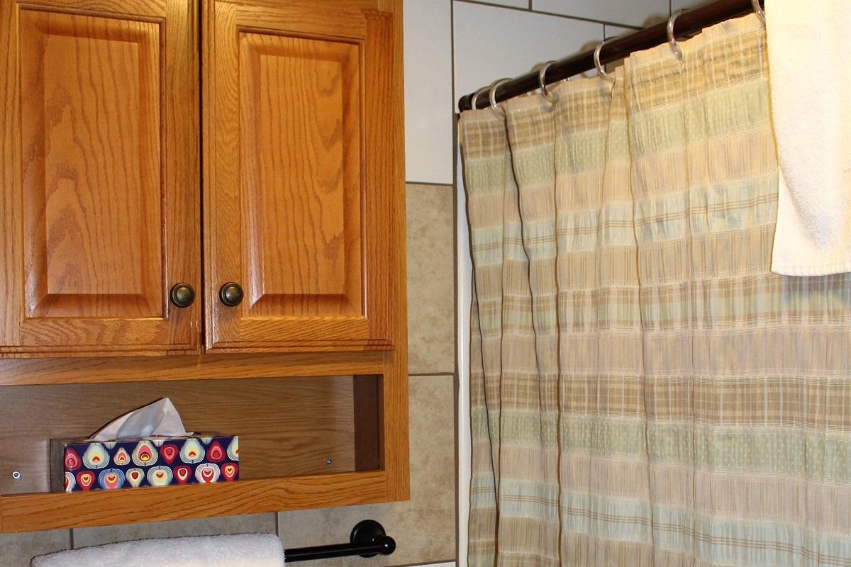 Shower/tub combination and plenty of storage