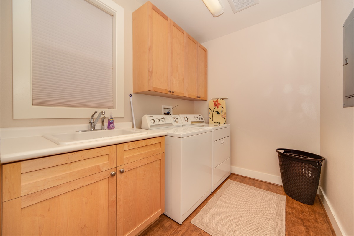 Onsite washer/dryer, along with other cleaning supplies