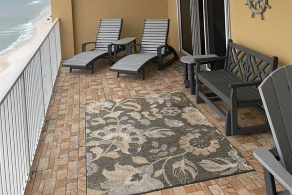 New balcony floor and furniture