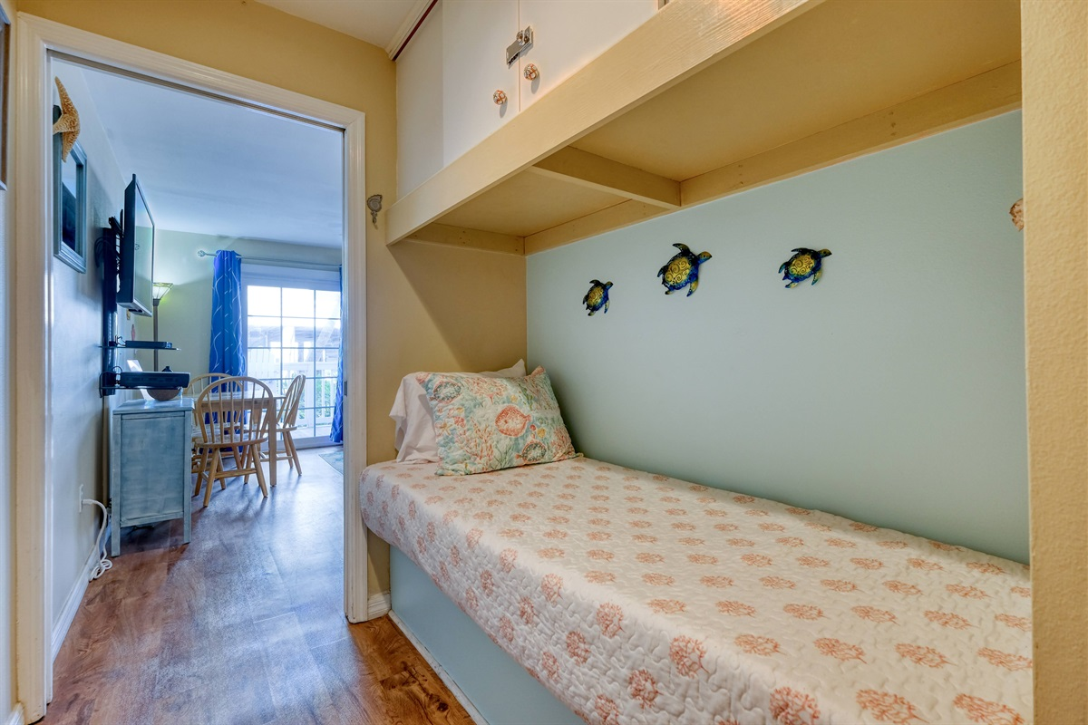 Hall twin bed