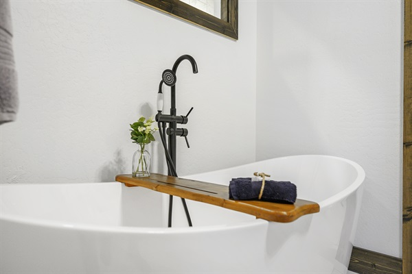 Master bathroom suite - oversized soaking tub