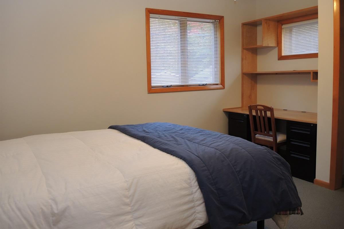 West wing - 2nd Floor Queen bedroom