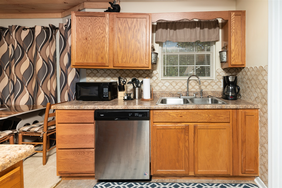 Well equipped kitchen with upgraded appliances