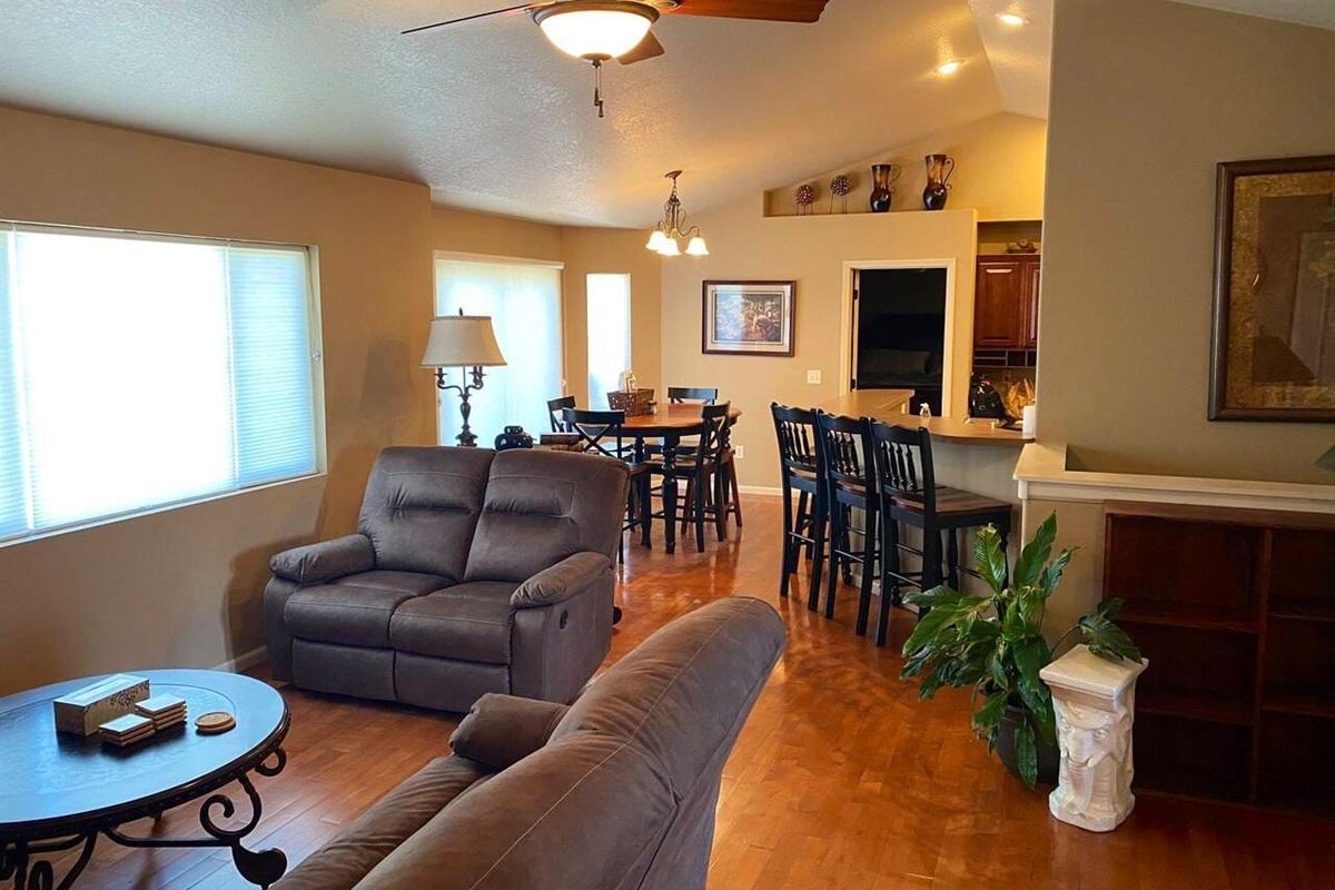 Living room. Dining room.