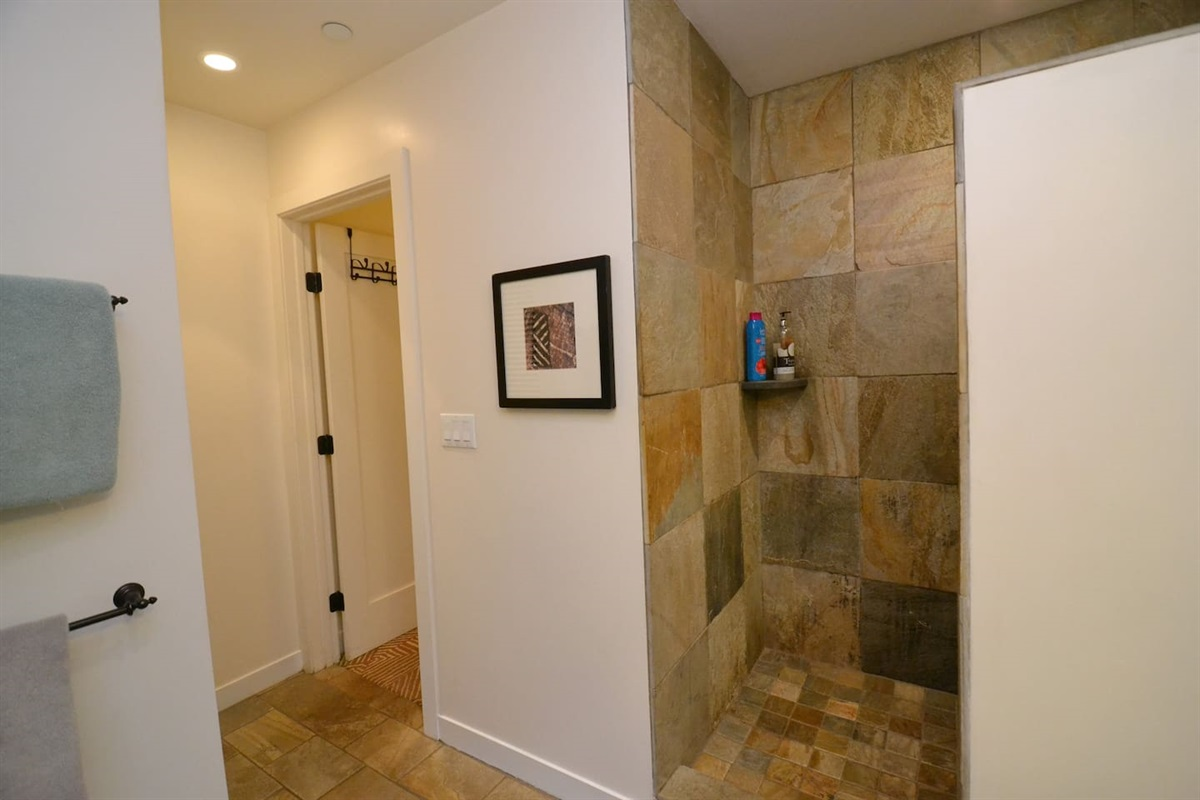 Large bathroom with full sized washer and dryer