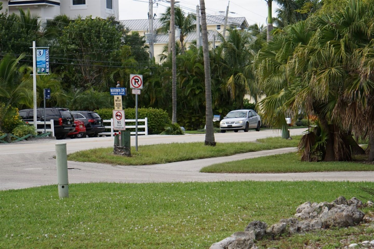 Right across the street from the house is the beach access, very convenient