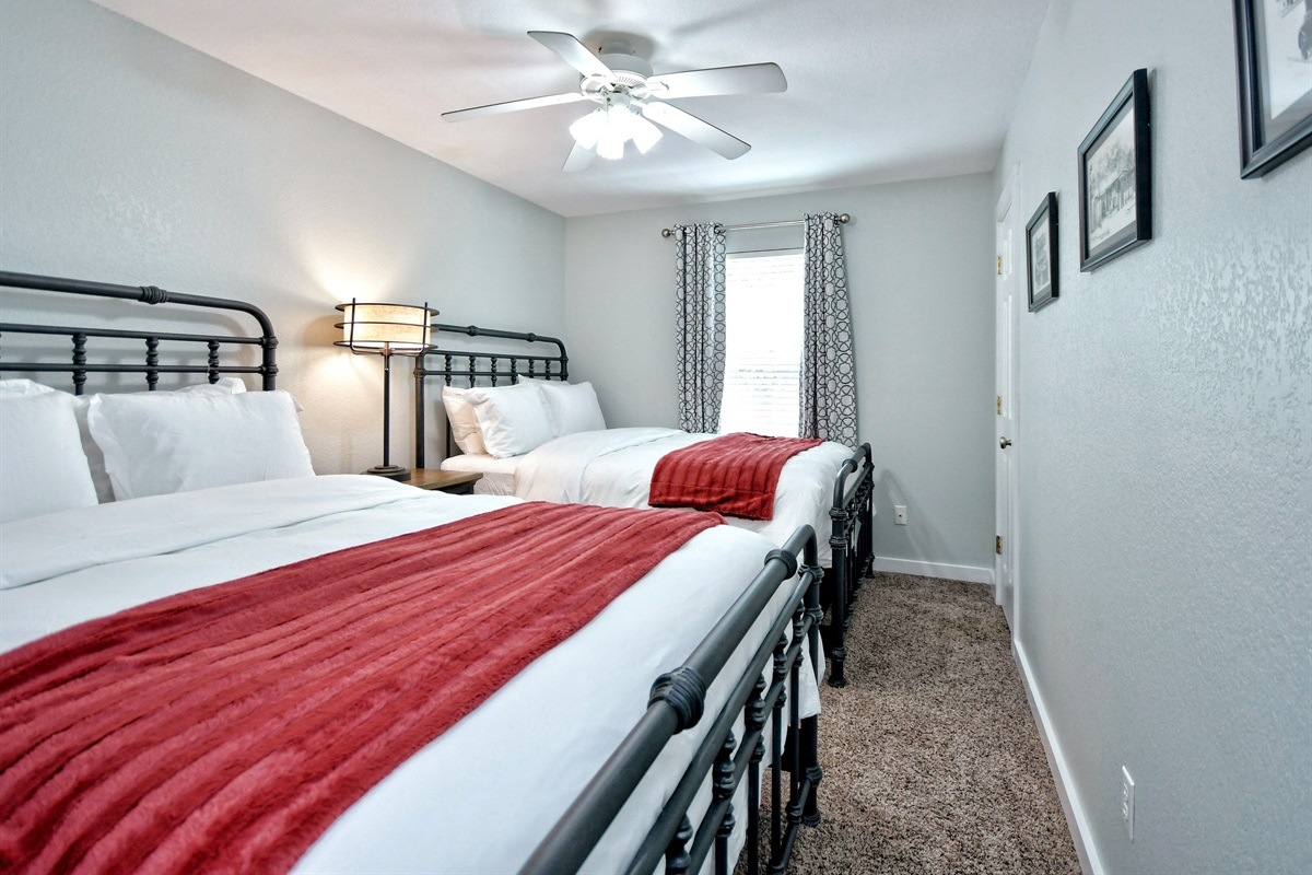 Oma's Upstairs Room - 2 x Queen Bed