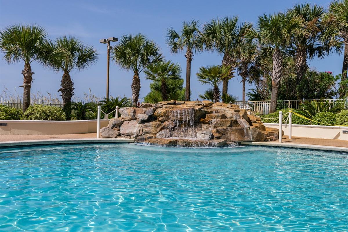 Community pool (seasonally heated)