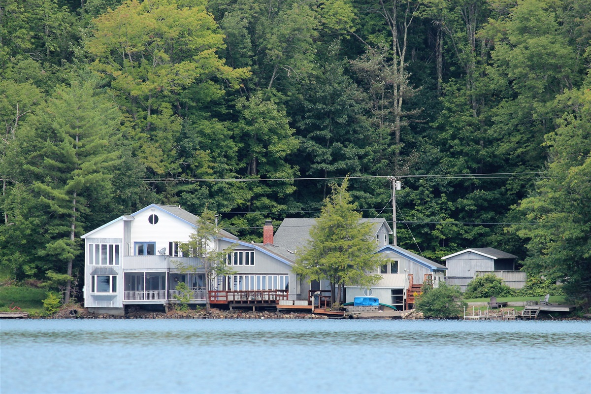 Sweet Spot Lakehouse - Exterior from water 2