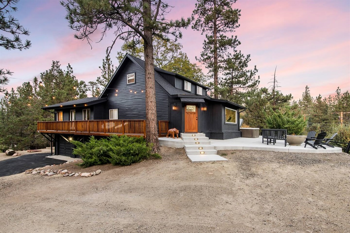 Fox Haus is located in a picturesque and secluded area of Big Bear that is conveniently located near all local activities.
