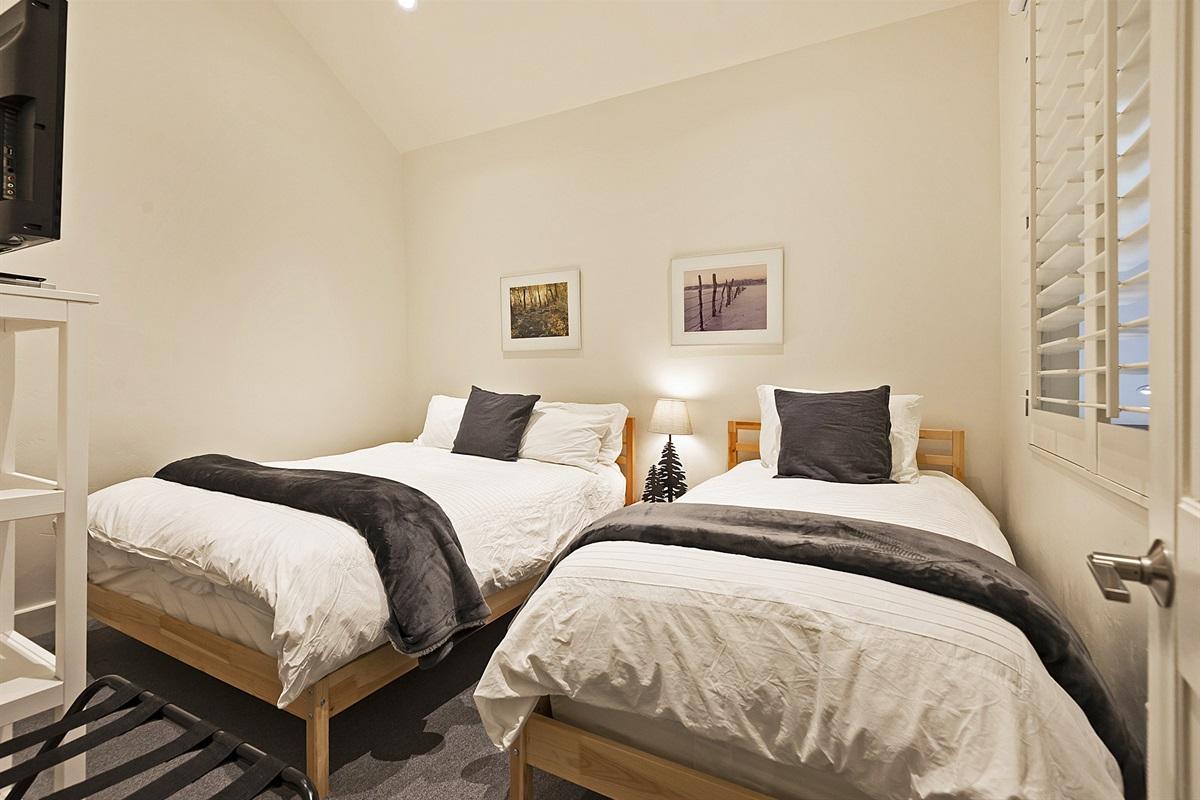 Bedroom 3 - queen and twin bed